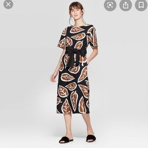 Short sleeve midi dress with contrast tie